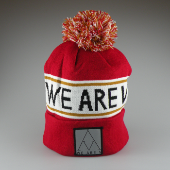 WEAREV - POMPOM BEANIE OLD ENGLISH LEGEND